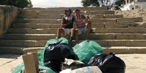 """""""300 kilomètres"""" a piedi per pulire le spiagge della Tunisia"""
