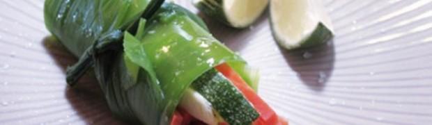 Involtini di parti verdi di porro e ortaggi