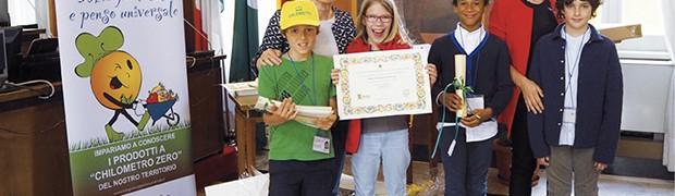 L'Assessore Loredana Poli premia le classi quarte della Scuola primaria Scuri