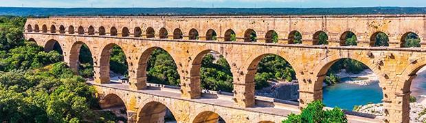Il Pont du Gard in Francia, parte di un acquedotto romano costruito verso il 17 a.C.Il Pont du Gard in Francia, parte di un acquedotto romano costruito verso il 17 a.C.Il Pont du Gard in Francia, parte di un acquedotto romano costruito verso il 17 a.C.