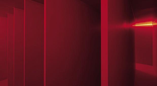 Lucio Fontana - Ambiente spaziale a luce rossa, 1967/2017 © Fondazione Lucio Fontana - Foto: Agostino Osio